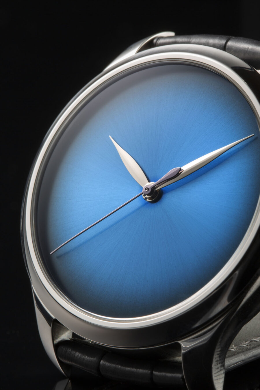 H. MOSER & CIE. ENDEAVOUR CENTRE SECONDS CONCEPT FUNKY BLUE FUMÉ
